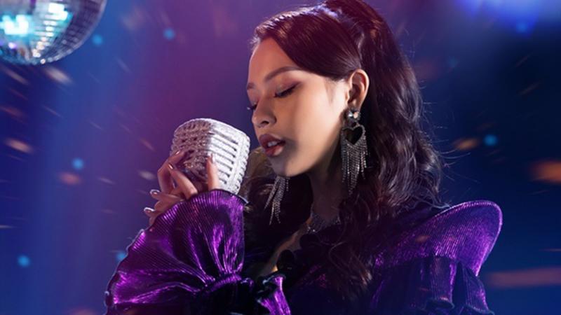 phi-phuong-anh-bien-hoa-nhu-tac-ke-hoa-trong-mv-debut