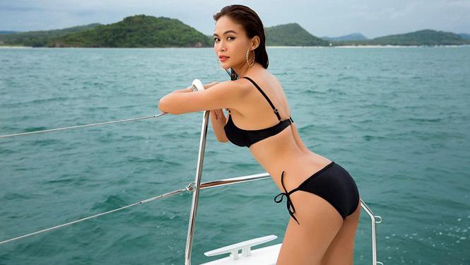 a-hau-mau-thuy-dot-mat-fans-voi-loat-anh-khoe-duong-cong-hoan-hao-cung-bikini