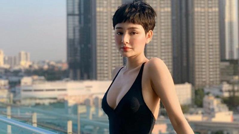 hiem-hoi-dien-bikini-khoe-dang-hien-ho-khien-dan-tinh-nao-loan-vi-duong-cong-quyen-ru