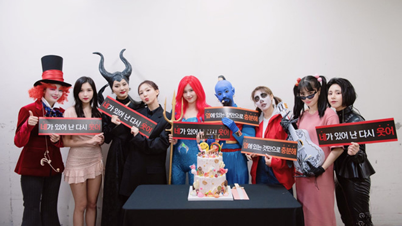 twice-khong-ngai-hoa-than-thanh-than-den-tien-hac-am-dip-halloween