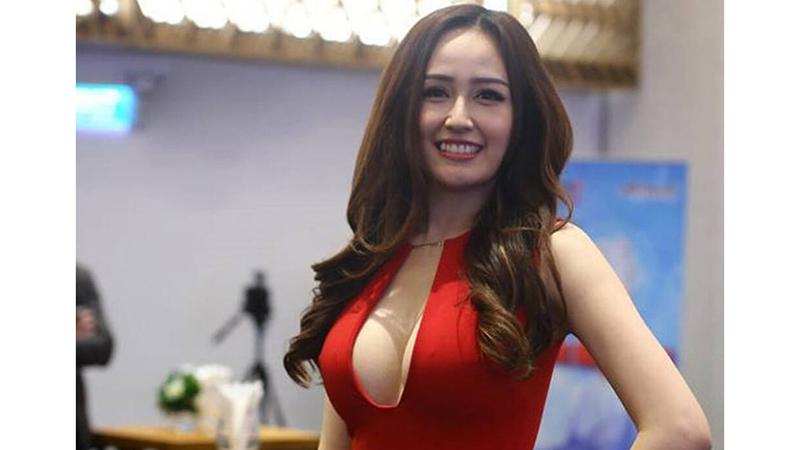 mai-phuong-thuy-mac-tre-nai-khoe-vong-1-gan-1m-khi-di-an-cuoi-phan-thanh-va-primmy-truong